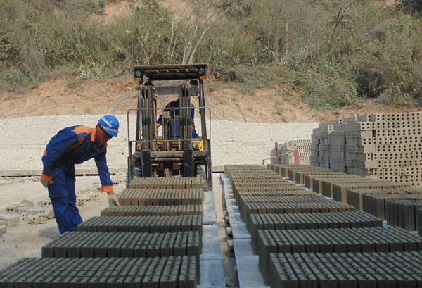 Sử dụng nguồn cát thải dôi dư trong khai thác titan để sản xuất gạch không nung