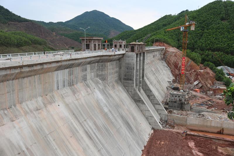 Quảng Ninh: Đập nước công nghệ bê tông trọng lực đầu tiên đã trữ nước