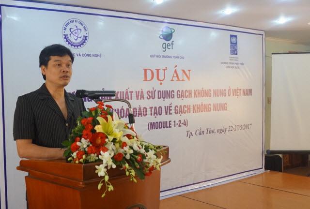 Khai giảng khóa đào tạo kiến thức nhằm tăng cường đầu tư sản xuất và sử dụng gạch không nung ở Việt Nam tại thành phố Cần Thơ.