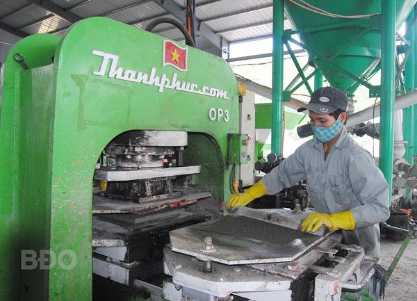 """Bình Định: Sản phẩm gạch không nung trên thị trường: Bắt đầu tìm thấy """"chỗ đứng"""""""