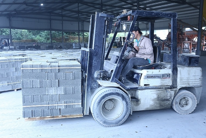 Producing non-fired bricks from ash and slag makes double benefits