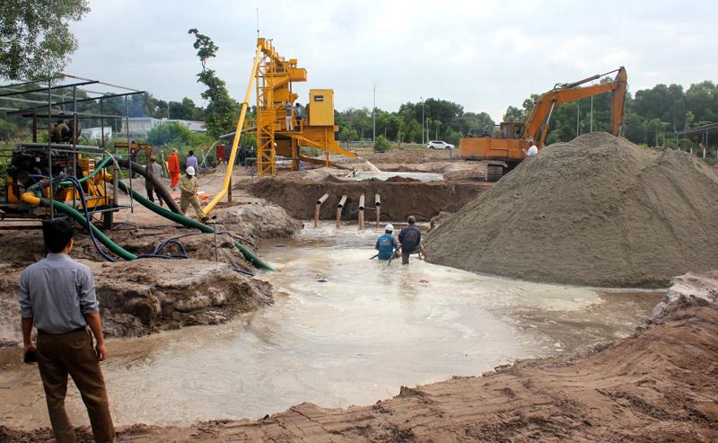 """Độc đáo Công nghệ Phan Thành """"biến"""" cát bẩn, cát nhiễm mặn thành cát xây dựng"""