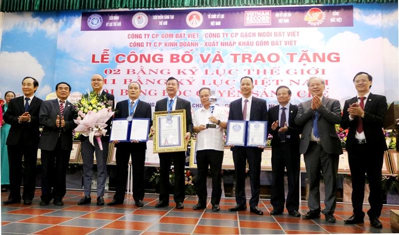 Gốm Đất Việt, doanh nghiệp Việt đầu tiên cùng lúc lập cú đúp kỷ lục thế giới